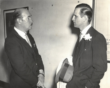1939, August 5. BA. Port-Washington, New York. NEW WAY TO SURPRISE WIFE. Mr, Mills, sportsman and polo player, of Old Westbury, L.I., shown on the right as he chatted with Igor Sikorsky, noted plane designer, was one of the 20 passengers who left from here today for Europe aboard the Pan-American Airways American Clipper. Wide World Photo (Front)